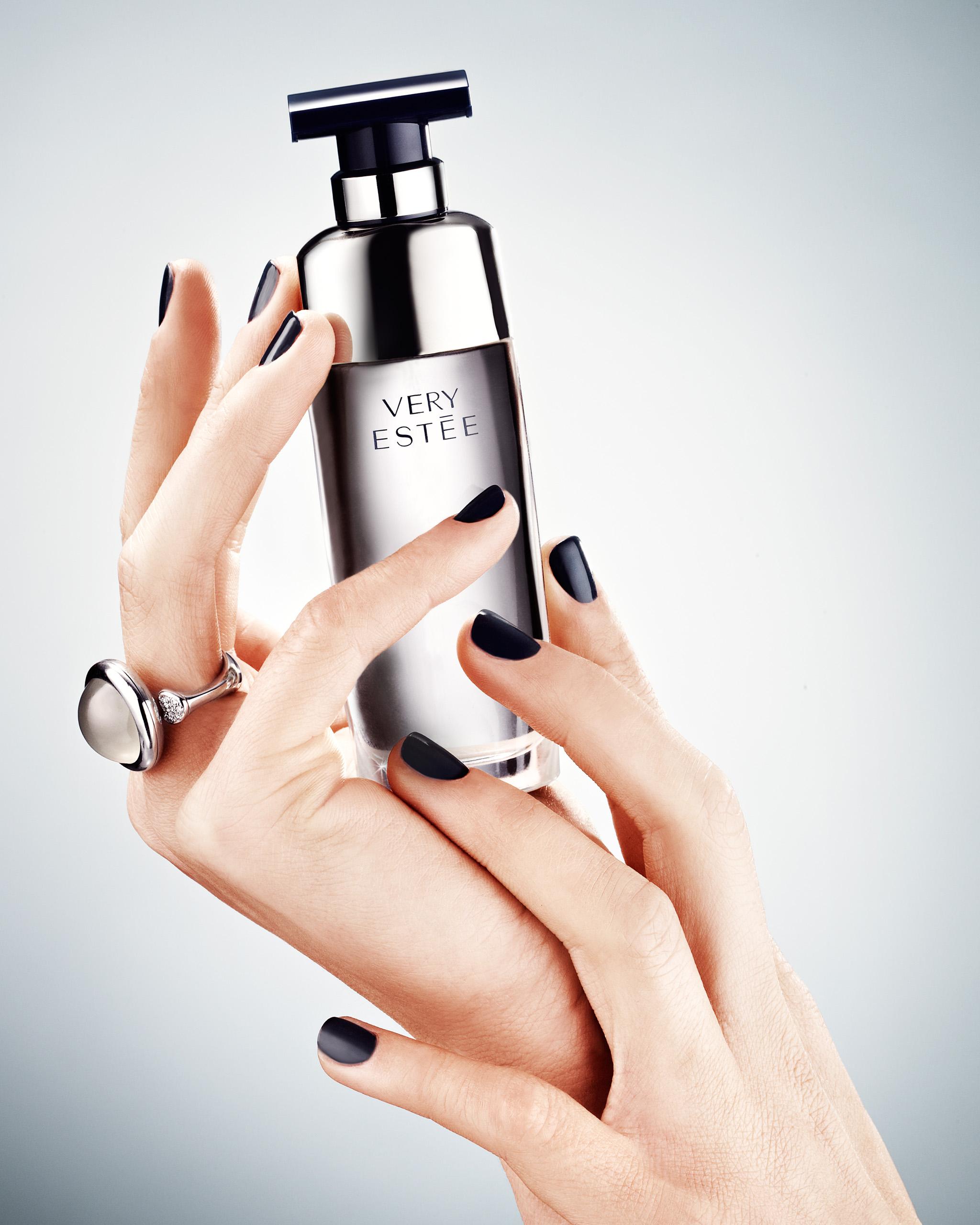 ew_hander_parfumer_24912_ok_mrj_crop